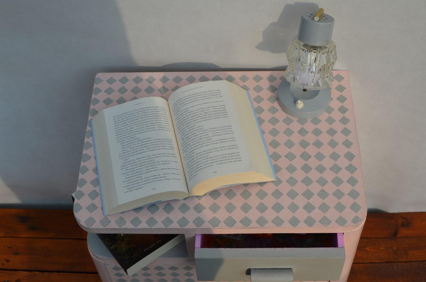 stolik nocny